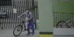 Ladrão engana moradores, entra em condomínio e furta bicicleta, em Maringá; VÍDEO
